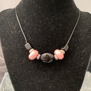 NWT, glass bead necklace. 😊